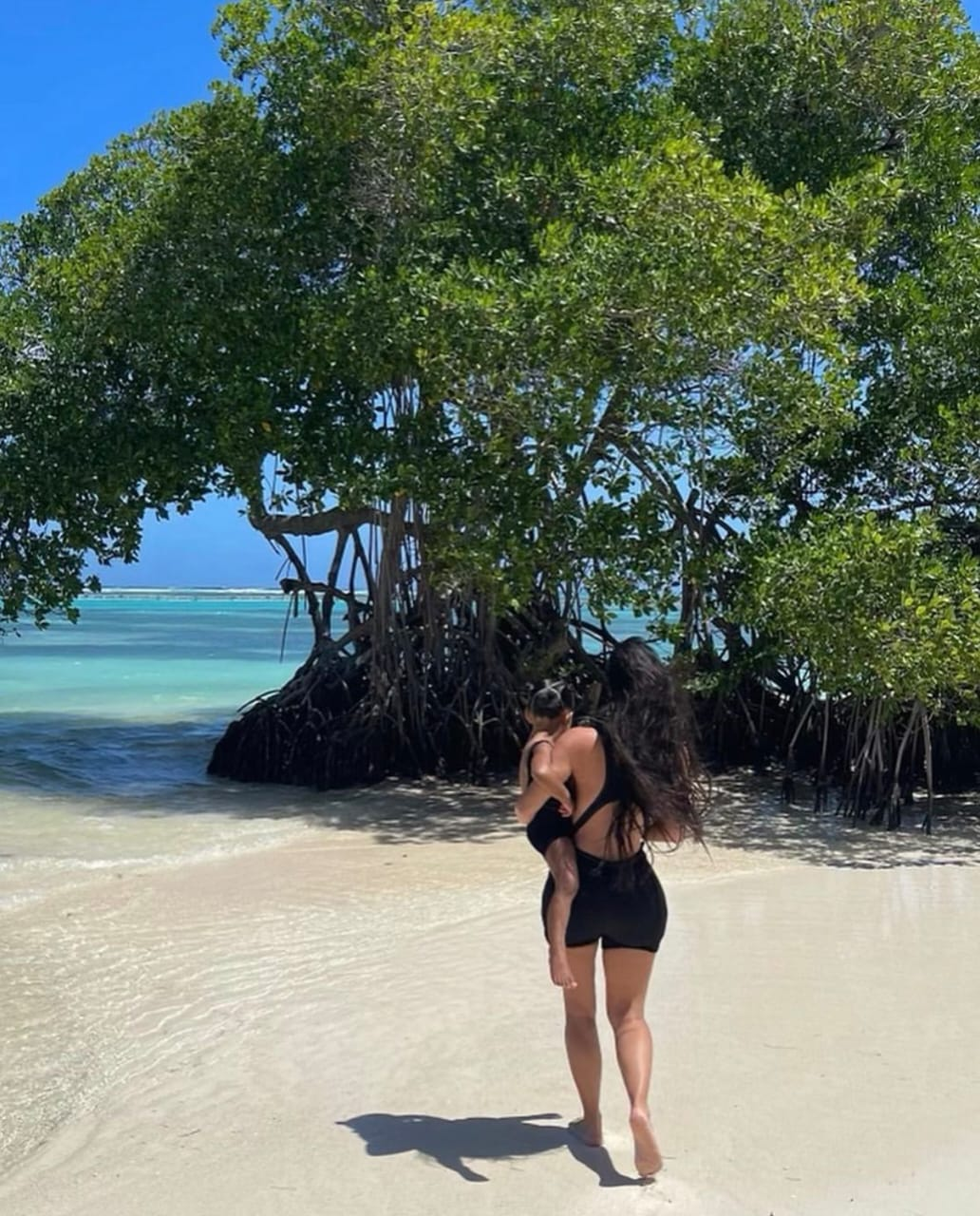 Kim Kadashian shared a beautiful picture of herself and daughter in beach